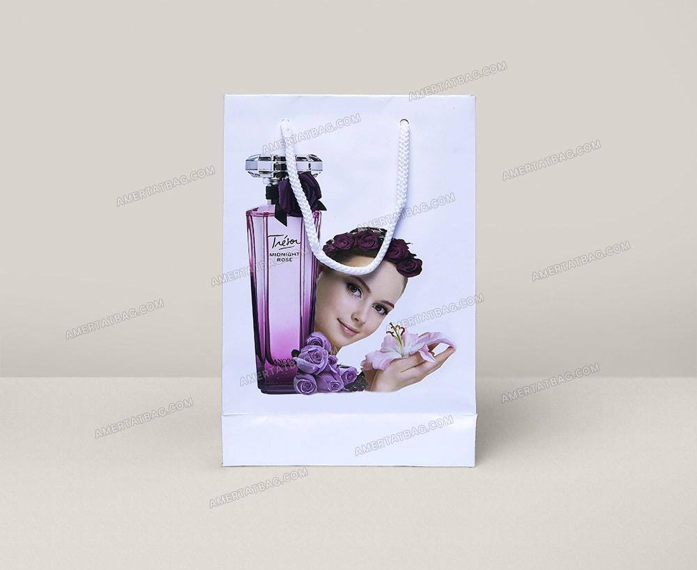ساک دستی گلاسه فروشگاه آرایشی بهداشتی، روکش سلفون براق